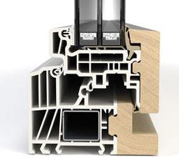 ventana de madera con un núcleo de pvc