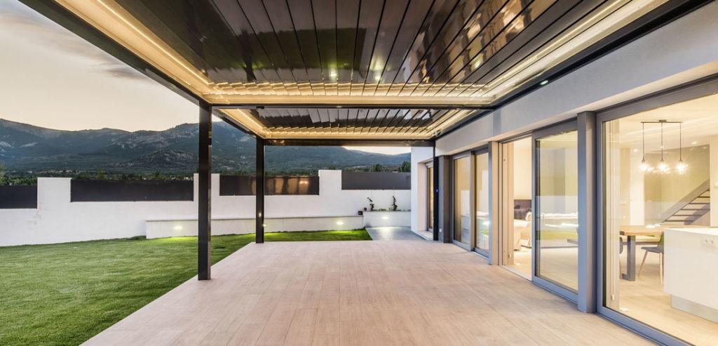 Vista del porche con puertas correderas Finstral